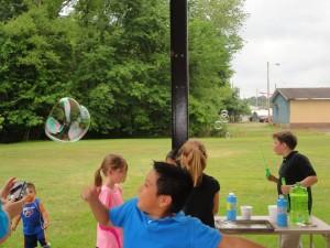 kids-jl-bubbles-20150525